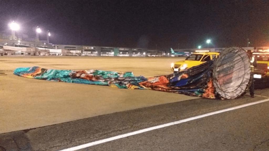 O cenário é digno do GTA 6, para resgatar balão em um aeroporto do Rio de Janeiro, homens invadem aeroporto, trocam tiros e fogem em moto, carro e barco.