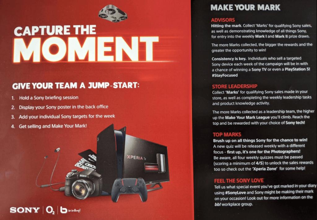 Suposto Panfleto promocional da Sony que mostra uma versão do PlayStation 5 a preto e vermelho.