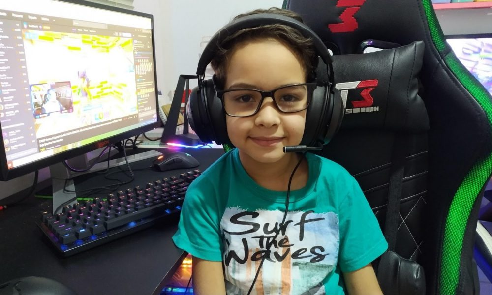 Zenon, um jogador profissional de Fortnite de apenas 10 anos, teve seu canal do YouTube hackeado pela manhã.