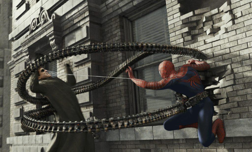 Doutor Octopus (Alfred Molina) lutando com o Homem-Aranha em Homem-Aranha 2